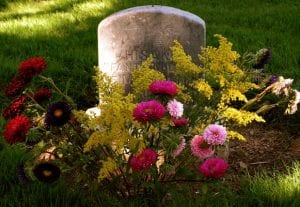 l-1-flowers-on-grave